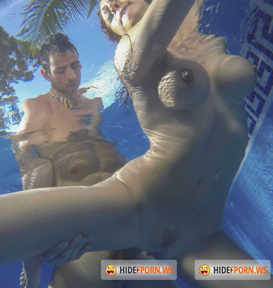 seks-s-sisyastoy-v-vode-video