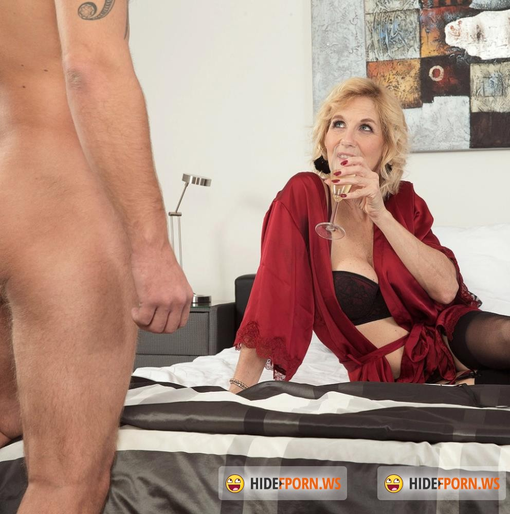 50PlusMilfs/PornMegaLoad - Molly Maracas - A quiet country girl who loves cum [FullHD 1080p]