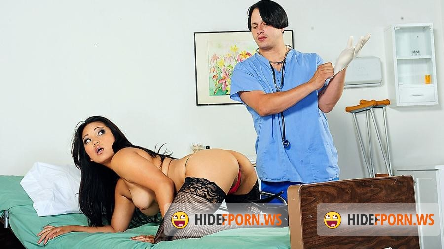 Doctor calls his nurse in for sexual procedure 6
