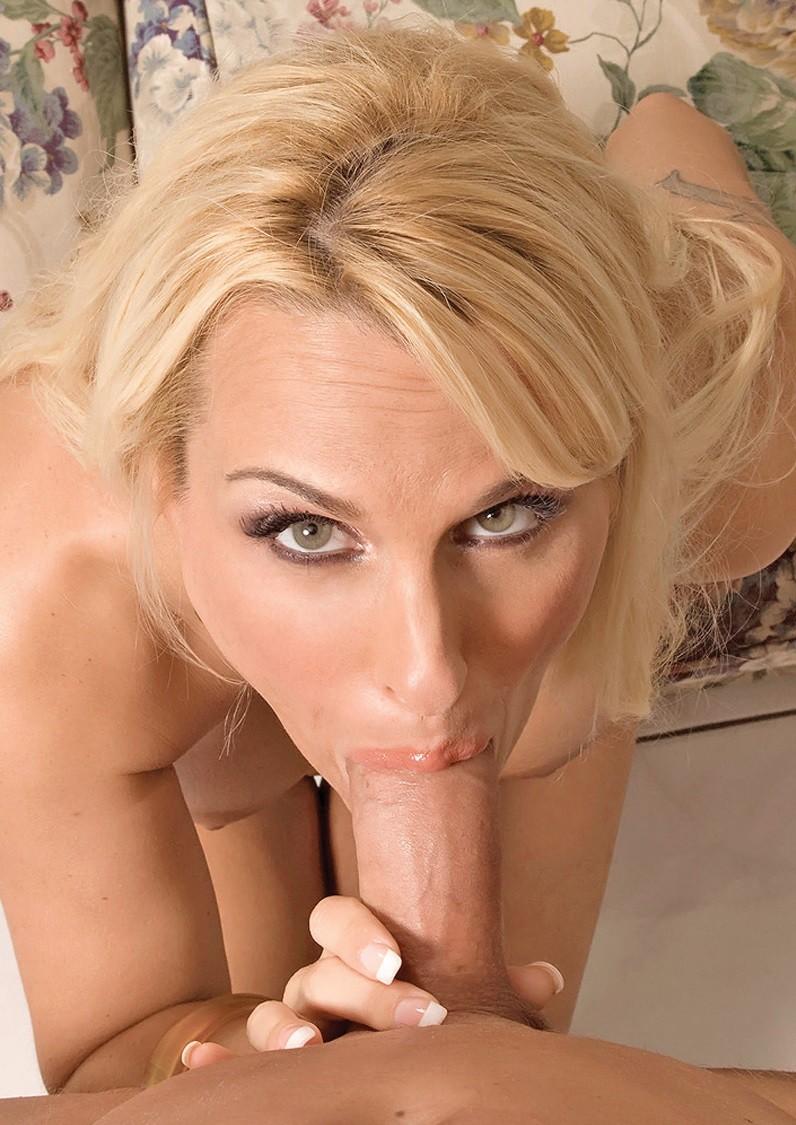 Зрелая блондинка делает шикарный минет — pic 13
