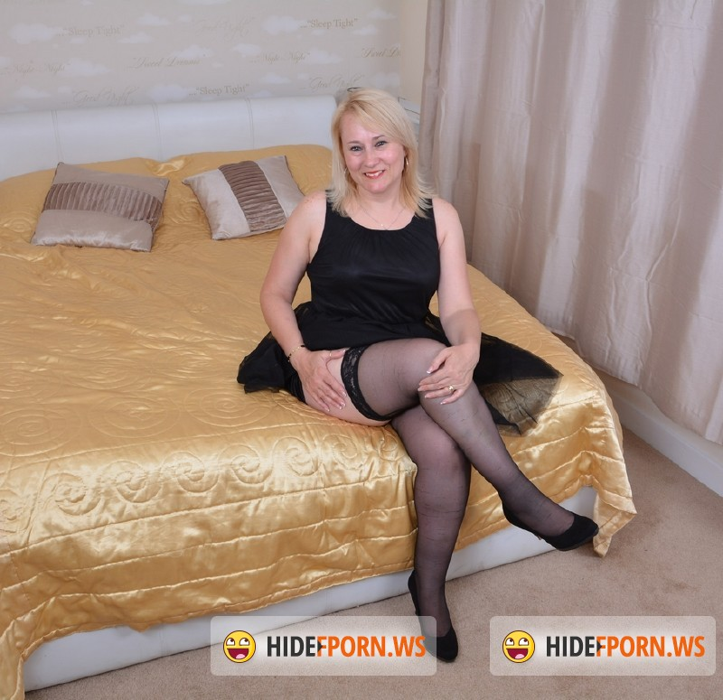 Mature.nl - Michelle (EU) (45) - British housewife fooling around [FullHD 1080p]
