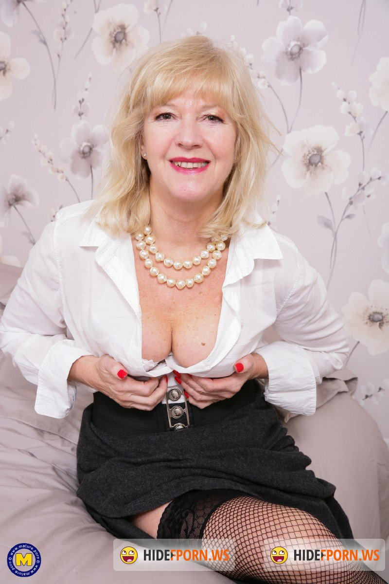 Mature.nl - Emily Jane EU 62 - British housewife Emily Jane fingering herself [FullHD 1080p]