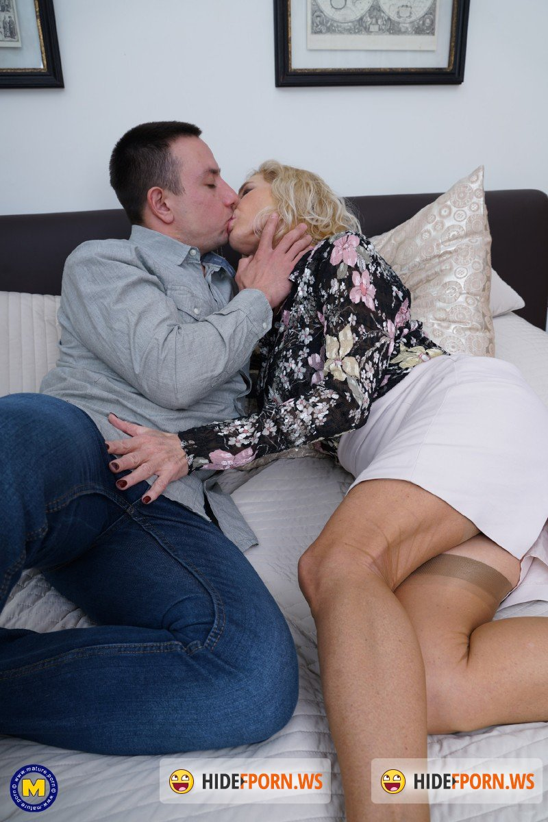 Mature.nl - Molly Maracas EU 54 - British horny housewife Molly Maracas fucking and sucking [FullHD 1080p]