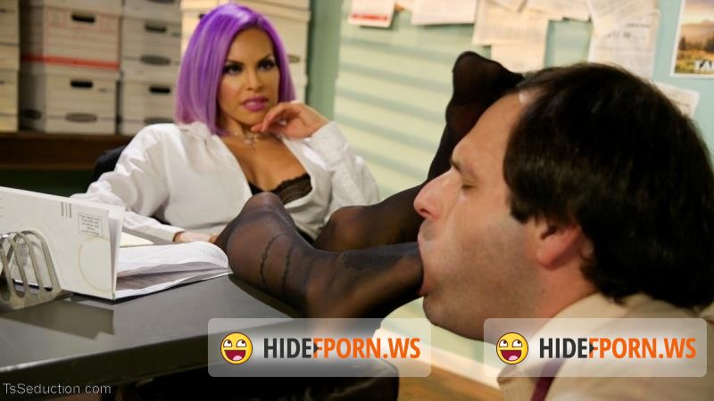 TSSeduction - TS Foxxy - Hole For Hire [HD 720p]