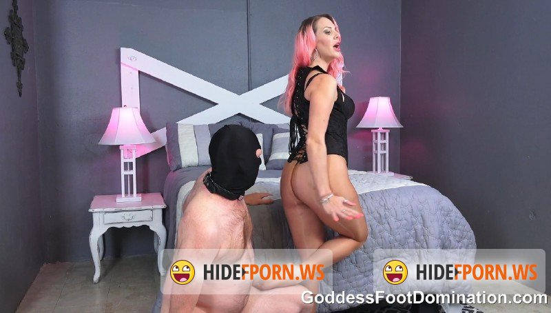 GoddessFootDomination.com - Vicky Vixxx - Sniff Vickys Pantyhose Covered Ass and Feet [FullHD 1080p]