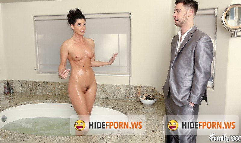 Family.xxx - India Summer, Seth Gamble - Stepmom Gives An Education [HD 720p]