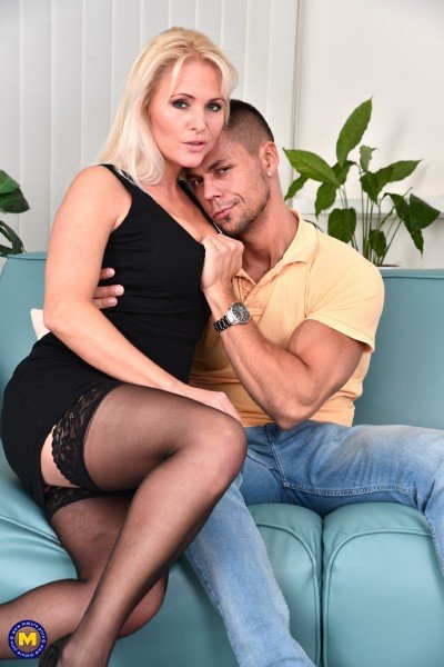 Mature.nl/Mature.eu - Kathy Anderson - hot MILF fucking and sucking [FullHD 1080p]