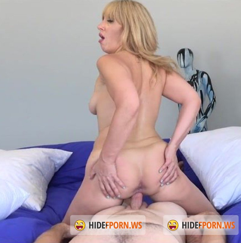 MILFTrip.com - Stevie Lix - Lipstick Milf Met At The Beach Is A Total Cock Junkie [FullHD 1080p]