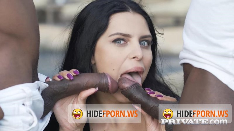 Private -  Kira Queen, interracial threesome in the garden  - 12.21.2017 [2019 FullHD]