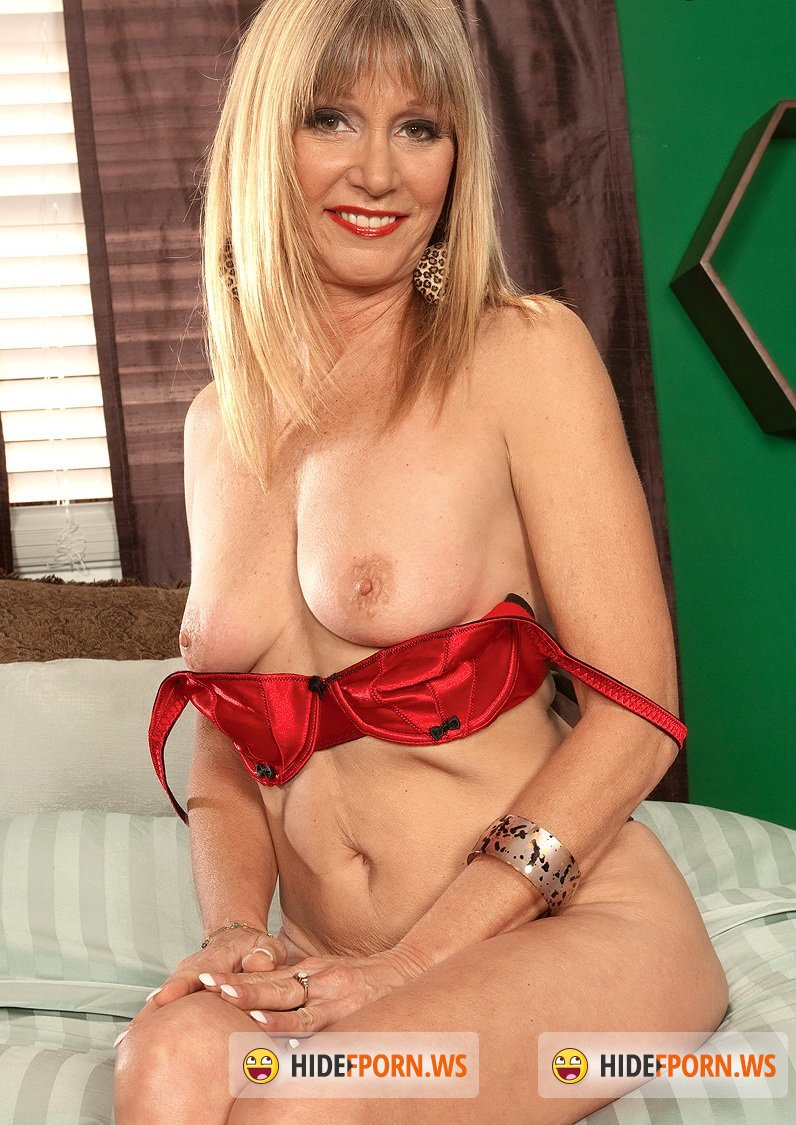 MargoSullivan.com - Jessica Sexton - Jessica gets dressed up for her son/Jessica Gets Her Groove Back [HD 720p]