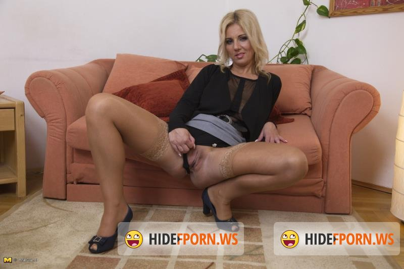 Mature.nl - Lucy Angel - Naughty Housewife Playing With Herself [HD 720p]
